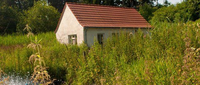 Kleines Haus an der Teichanlage von Fischzucht Berger